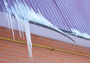 ice dams with broken gutter
