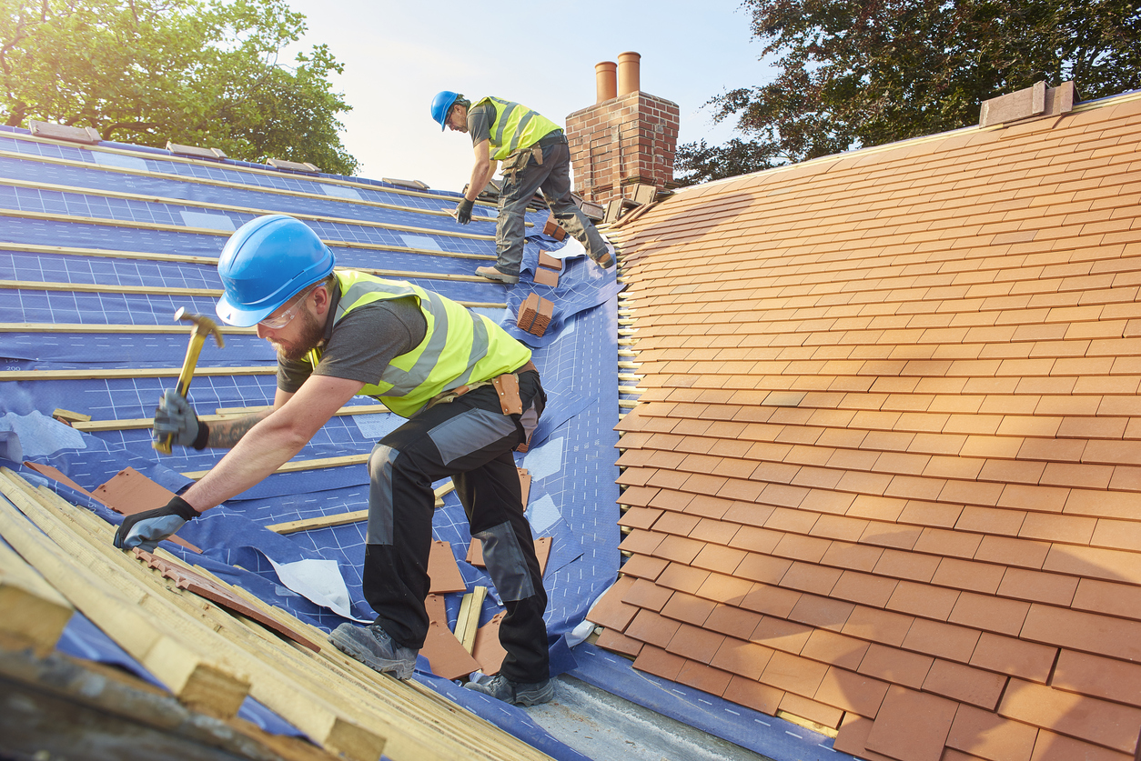Fix It Or Replace It?  A Homeowner's Roofing Dilemma